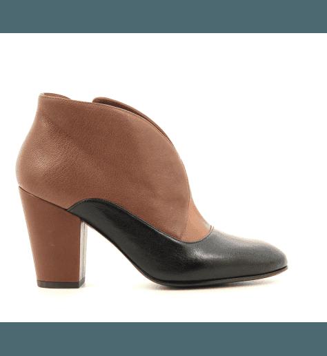 Boots à talons moyens en cuir camel et noir Chie Mihara - ELGI