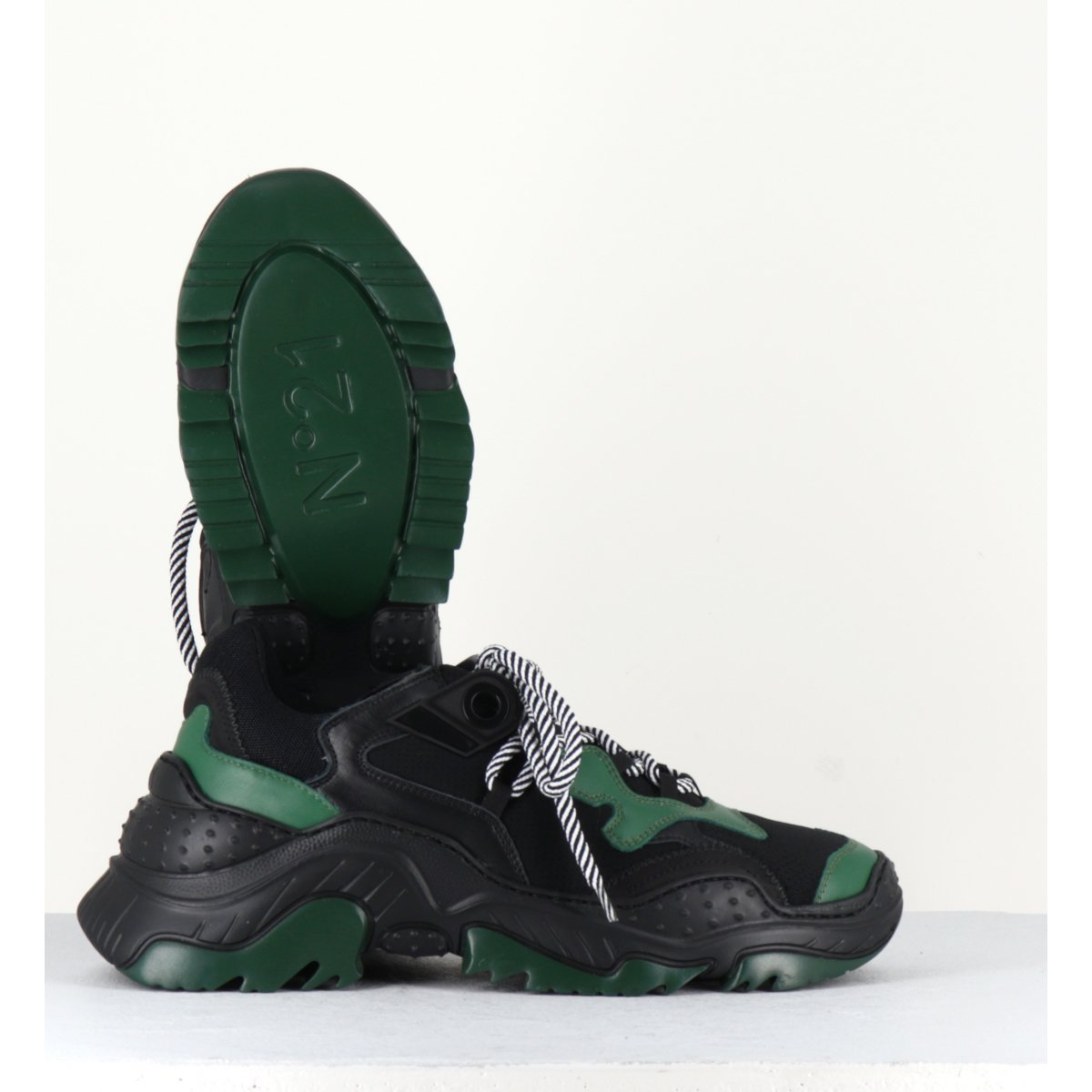 Sneakers à semelles épaisses débordantes noir N°21 pour hommes - 118FV