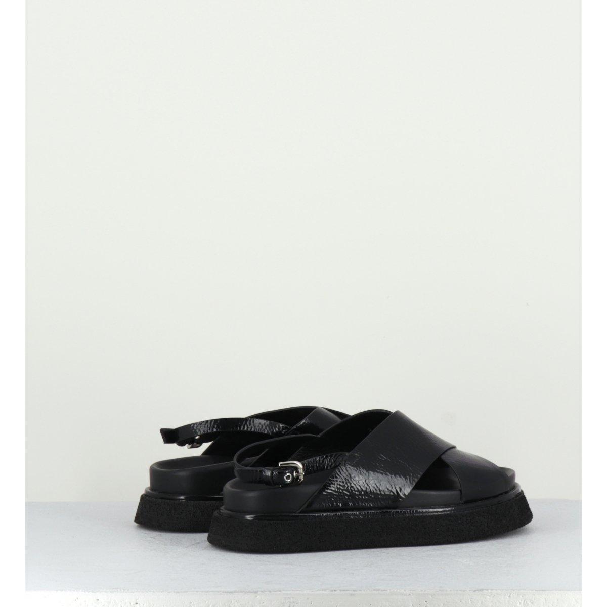 Sandales à semelles épaisses en cuir verni noir Premiata - M5283